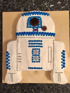 Easy Star Wars R2D2 Cake! Made from Blue M&M's, Silver Decorative Orbs, Rolo, and an Oreo. Enjoy!