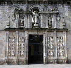 34.  En la CATEDRAL DE SANTIAGO DE COMPOSTELA TAMBIEN de JUAN DE ÁLAVA.  PORTADA DE LA SACRISTIA  donde ya se aproximó al arte Renacentista.