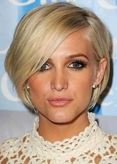 -Ashlee Simpson-Wentz - long and inverted triangle face - hairstyles by face shape.
