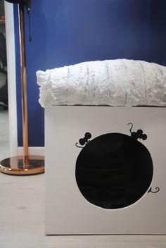 Pouf d'entrée et caisse à litière pour chat ! :) Création 100% Tiboud-id http://tiboudid.wordpress.com