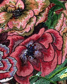 Фрагмент километровой вышивки от Дома Моды Анвита#collections #flowers #design #lux #luxury #доммодыанвита #couter #anvitamoda#embroidery #машинноручнаявышивка#цветы#nice#красота#