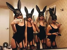 Halloween is one of the most important holidays in college. From Baywatch to blind mice, here are the 25 most Insta-worthy college Halloween costumes! Last Minute Halloween Kostüm, Looks Halloween, Hot Halloween Costumes, Halloween Inspo, Halloween 2018, Halloween Party, Playboy Bunny Costume Halloween, Girl Halloween, Halloween Crafts