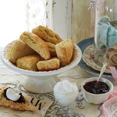 Brunch for Mom: Granny Holst's scones Breakfast Scones, What's For Breakfast, Breakfast Recipes, Dessert Recipes, Desserts, Coconut Scones Recipe, Scones And Jam, Cupcakes, Just Bake