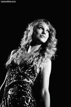 shes kinda my idol. Taylor Swift Fearless, All About Taylor Swift, Taylor Swift Album, Taylor Alison Swift, Beautiful Young Lady, Beautiful Soul, Taylor Swift Photoshoot, One & Only, Model Foto
