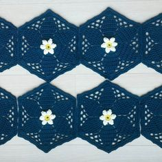 #fridasflowerscal part2 finished  #stylecraft #janiecrow  #crochetaddict  #crochet  #crochetblanket  #motifcrochet  #motifblanket #손뜨개 #코바늘블랭킷 #코바늘 #코바늘모티브  #코바늘소품 #핸드메이드  #뜨개질 by yoonsook_a