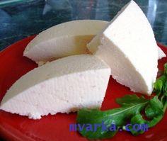 СЫР В МУЛЬТИВАРКЕ!  Как удобно на завтрак съесть бутерброд с сырком. А почему бы не побаловать близких сыром собственного изготовления?  Стоит только раз испробовать рецепт сыра, приготовленного в мультиварке, и уже не захочется покупать его! Сыр получается очень вкусным и необыкновенно нежным!  ИНГРЕДИЕНТЫ:  молоко 3л Теплая кипяченая вода 100мл соль 1,5 ст.л. фермент (инструкция под рецептом)  ПРИГОТОВЛЕНИЕ:  Налить молоко в мультиварку. Молоко обязательно должно быть некипяченым и не…