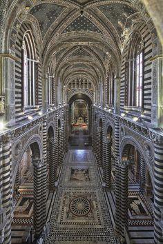 Siena, la porta del cielo: vista dell'interno del Duomo. Foto di Diari Toscani su http://www.flickr.com/photos/voglioviverecosi_tuscanytourism/8640507658