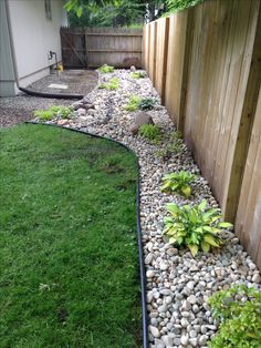 Backyard Landscaping Ideas - Try a few of these straightforward yard landscaping ideas, and also you'll have an inviting yard that's ideal for enjoyable in no time at all. Small Backyard Landscaping, Front Yard Landscaping, Backyard Patio, Landscaping Ideas, Mulch Landscaping, River Rock Landscaping, Pea Gravel Patio, Desert Backyard, Landscaping Around House