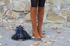 Fringe Bag & suede boots | lauracoeur.com