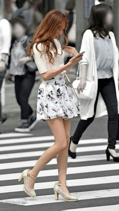Leg Thigh, Sexy Legs And Heels, Shoes Heels Pumps, Skirt Pants, Skirt Outfits, Asian Fashion, Asian Beauty, Glamour, Street Style