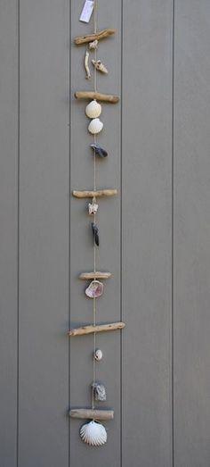 Suspension style bord de mer en bois flotté et divers coquillage, pour intérieur ou extérieur : Accessoires de maison par dec-au-naturel