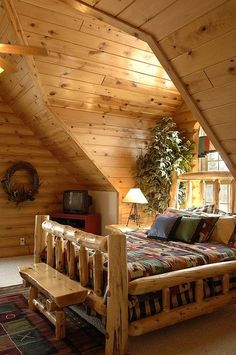 rustic cabin bedroom by Golden Eagle Log Homes Log Cabin Living, Log Cabin Homes, Log Cabins, Log Cabin Bedrooms, Rustic Bedrooms, Barn Homes, Cabin Interiors, Cabins And Cottages, Cabins In The Woods