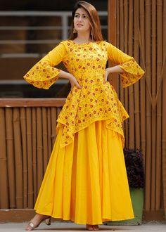 Party Wear Indian Dresses, Pakistani Dresses Casual, Designer Party Wear Dresses, Dress Indian Style, Indian Fashion Dresses, Pakistani Dress Design, Indian Designer Outfits, Sleeves Designs For Dresses, Dress Neck Designs