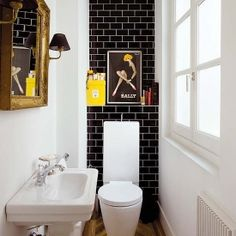 Decorate the space around your toilet in clever, stylish ways.(image via nuevo estilo)