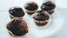 Muffins chocolat-betteraves Vegetable Recipes, Bacon, Sweet Tooth, Bakery, Goodies, Cupcakes, Lunch, Vegetables, Breakfast
