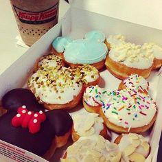 Minnie and Mickey Mouse donuts from Krispy Kreme Disney Desserts, Disney Food, Disneyland Food, Yummy Treats, Sweet Treats, Yummy Food, Cute Food, I Love Food, Comida Disney