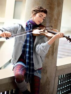 Playing violin by the window. I hate violinist stereotypes, and you all know the ones I mean. The worst one is that it is boring. I especially love how her outfit is cute, but not fancy. Violin Photography, Portrait Photography, Photography Ideas, Music Artwork, Art Music, Violin Family, E Piano, Music Images, Strings