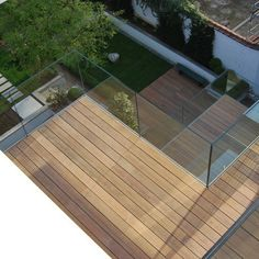 Exotic wood terrace made on 4 levels in a mansion in Brussels by COTE TERRASSE.