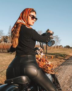 Lady Biker, Biker Girl, Sexy Outfits, Girl Outfits, Cute Outfits, Chica Cyborg, Womens Motorcycle Fashion, Moto Biker, Tight Leather Pants