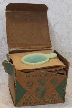 "Jeanette Jade-ite Measuring Cups Mint in ""Un-Mint"" Box"