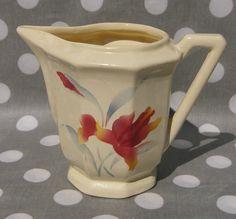 Pot à lait ou crémier Digoin Sarreguemines décor n° 9225 iris au pochoir