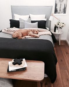This cosy little bedroom styled by @the_stables_