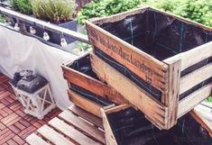 Make a balcony garden out of wine boxes diy_weinkisten_gaertnern_pflanzen_ba … - Easy Diy Garden Projects Diy Balkon, Outdoor Balcony, Balcony Gardening, Garden Types, Garden Care, Diy Garden Decor, Garden Projects, Garden Ideas, Easy Garden