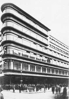 """inframartyna: """" DH Kameleon - d. Erich Mendelsohn """" The god Mendelsohn. Architecture Old, Futuristic Architecture, Erich Mendelsohn, Streamline Moderne, Famous Architects, Art Deco Home, International Style, Modern Classic, Interior And Exterior"""