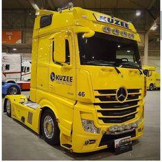 "Fast_transport Trucks on Instagram: ""MERCEDES❤️❤️❤️❤️❤️❤️❤️ #mercedestrucks"" Mb Truck, Hot Black Women, Mercedes Benz Trucks, Heavy Equipment, Mp5, Cars And Motorcycles, Tractors, Jeep, Transportation"