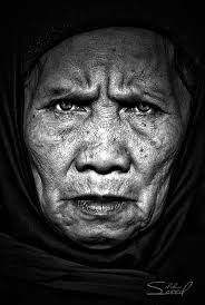 Resultado de imagem para old people in dramatic light