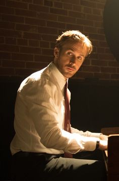 La La Land: Is That Really Ryan Gosling Playing the Piano?!