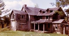 Summerwind Mansion, West Bay Lake, Wisconsin: Built in the early 20th century, this lodge turned mansion was the residence of Robert Lamont, who would eventually leave the house after an encounter with an apparition.  Another set of owners left after a few months because the paranormal events literally almost drove them insane. The mansion was struck by lightning and burned to the ground, leaving only the foundation and chimney (and the ghosts).