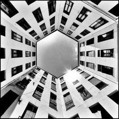 #Spanish #Architecture - Patio hexagonal. C/ Conde de Romanones nº 5, Madrid Spain por Guia arquitectura