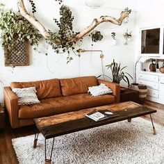 Stumbled on @missionloft's living room on Pinterest yesterday and I was heart eyes and drool-y (what? it's a word!) immediately  • •…