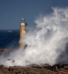 Faro de la Isla de Mouro, bahía de Santander: