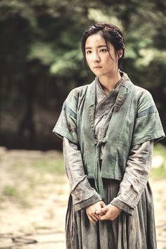 even if it's not beautiful hanbok but stun me  luv u....   SBS drama 2015 six flying dragons 육룡이 나르샤