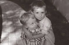 Photographing little boys can be hard for us photographers! Give them a task and this is the cutest little result. Kids Photography Boys, Family Photography, Photography Poses, Little Brothers, Little Boys, Brother Sister Poses, Toddler Poses, Anniversary Pictures, Family Portraits