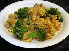 Фото к рецепту:   Жареный Рис с Броколи и Яйцами