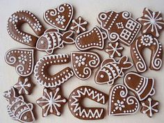 Medovniky Gingerbread Decorations, Christmas Gingerbread, Gingerbread Cookies, Star Cookies, Cake Cookies, Cookies Decorados, Honey Cookies, Funny Cake, Cookie Icing