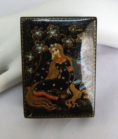 SIGNED VINTAGE RUSSIAN HAND PAINTED LACQUER LONG HAIR MAIDEN WOODEN TRINKET BOX