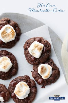 Find all sorts of chocolate cookies, homemade chocolate chip cookie recipes and more. Try one of these delicious Ghirardelli chocolate cookie recipes today! Marshmallow Cookies, Toasted Marshmallow, Köstliche Desserts, Delicious Desserts, Dessert Recipes, Yummy Food, Grub Recipes, Healthy Recipes, Bar Recipes