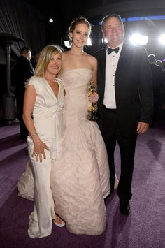 Oscar Winners Take Their New Statues to the Governors Ball: Jennifer Lawrence had the support of her parents, Karen Lawrence and Gary Lawrence, at the Governors Ball.