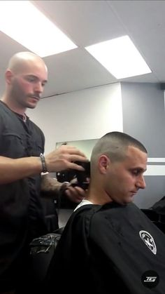 Buzz cuts and Clippers: Photo Popular Mens Haircuts, Cool Mens Haircuts, Best Short Haircuts, Men's Haircuts, Short Hair Mohawk, Short Hair Cuts, Short Hair Styles, High And Tight Haircut, Flat Top Haircut