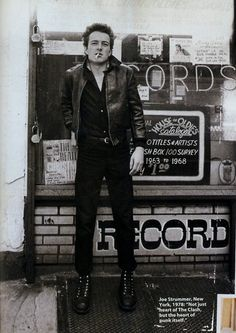 """""""Joe Strummer, New York, 1978 'Not just heart of The Clash but the heart of punk itself'"""" Joe Strummer, The Clash, Robert Doisneau, New Wave, Rock And Roll, Les Aliens, Mode Rock, Le Choc, One Ok Rock"""
