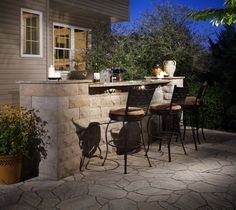 A simple bar creates a spot for entertaining and is great for small spaces. We love how Belgard Mega Arbel and BelAir wall are paired in this project.