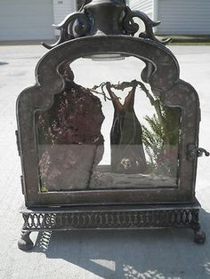 Want!!!!!! ANTIQUE VICTORIAN INSPIRED TAXIDERMY BAT IN GLASS & METAL LIGHTED DISPLAY