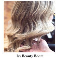 🌊Waves in the hair. Beauty Room, Blonde Highlights, Haircolor, Blonde Hair, Waves, Long Hair Styles, Hairstyles, Instagram, Blonde Chunks