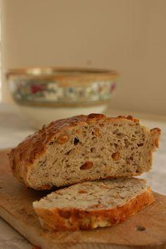 Som lovet skal du i dag have opskriften på et peanutbrød. Friskt fra køkkenbordet. Et brød fyldt med kerner og andet godt – men det skal ikke afskrække dig. Tværtimod. Det er et af de bedste …