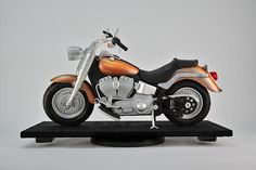Learn how to make a highly realistic 3D cruiser type motorcycle cake.