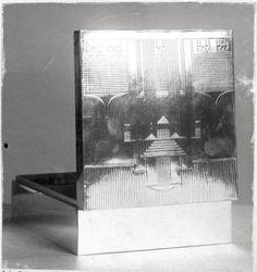 """Objektbezeichnung: Fotografie Titel: """"Dose"""" geöffnet Modellnummer: S 785 Entstehung / Datierung: Hoffmann, Josef, Entwurf des abgebildeten Objekts Wiener Werkstätte, Ausführung des abgebildeten Objekts, Wien, um 1906"""